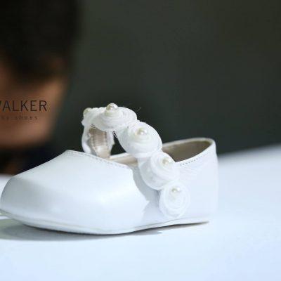 Μπαλαρίνα Βάπτισης με τρέσα πέρλας...Ανατομική και φτιαγμένη στο χέρι από τα πιο μαλακά δέρματα... BABYWALKER