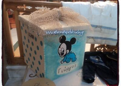ξυλινο χειροποιητο κουτι βαπτισης με θεμα μικυ