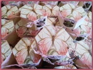 μπομπονιερα ξυλινο πολυγωνο κουτι πεταλουδα