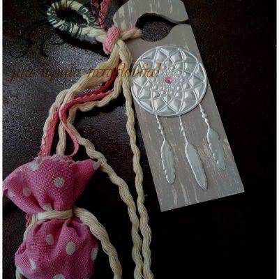 χειροποιητη μπομπονιερα ξυλινο διακοσμητικο με ονειροπαγίδα απο φυλλο αλουμινίου