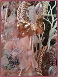 χειροποιητη μπομπονιερα με πεταλουδα απο φυλλο χαλκου